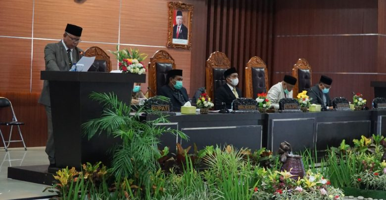 Eksekutif Sampaikan Raperda Perubahan RPJMD