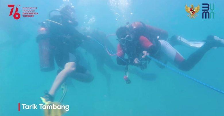 Penyelam BUMN NTB Meriahkan HUT RI Ke-76 Dari Dalam Laut Senggigi