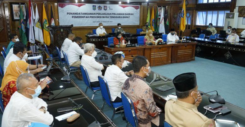 Gubernur NTT dan NTB Tandatangan Pinjaman PT. SMI