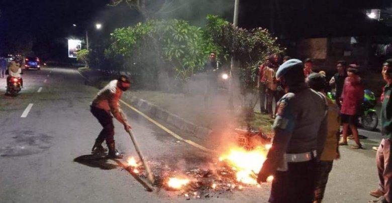 Motor Penjambret di Kota Bima Dibakar Warga